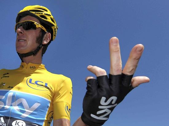 Bradley Wiggins in maglia gialla (Infophoto)