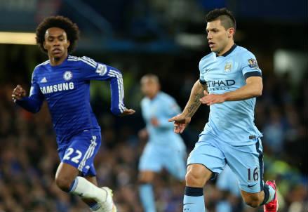 Il brasiliano Willian (sinistra), 27 anni, del Chelsea e l'argentino Sergio Aguero, 27, del Manchester City (INFOPHOTO)