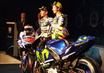 Valentino Rossi e Jorge Lorenzo con la nuova Yamaha 2015