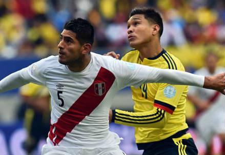 Il peruviano Carlos Zambrano (sinistra), 25 anni e il colombiano Teofilo Gutierrez, 30 (dall'account Twitter ufficiale @CA2015)