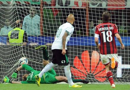 Uno degli ultimi gol dello scorso campionato: quello di Simone Zaza su rigore in Milan-Sassuolo 2-1 (INFOPHOTO)
