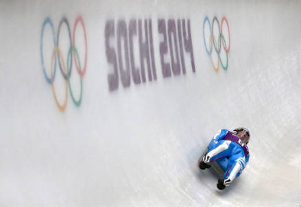 Armin Zoeggeler in una discesa a Sochi (Infophoto)