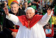papa braccia alzate sydney_FN1.jpg