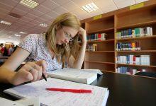 Studentessa-sui-libri_FN1.jpg