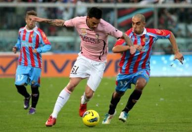 Mauricio Pinilla, attaccante del Cagliari (Infophoto)