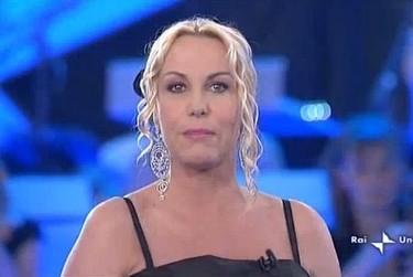 Antonella Clerici presneta il programma Ti lascio una canzone
