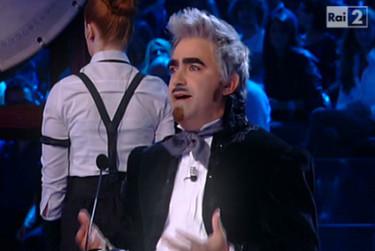 Elio in una performance a X Factor