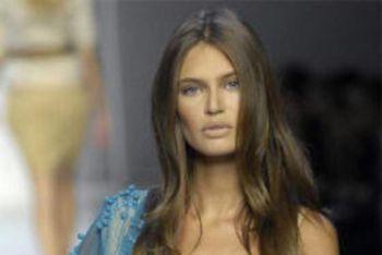 La top model italiana è il nuovo volto Tim