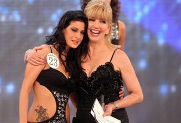 Il tatuaggio di Miss Italia 2010, foto Ansa