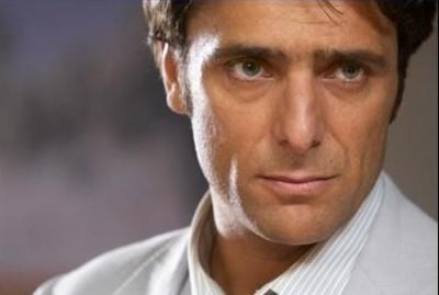 Adriano Giannini è Pietro Montero