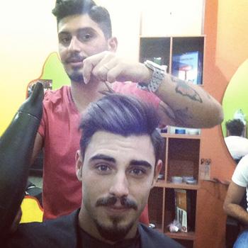 Taglio di capelli andrea uomini e donne