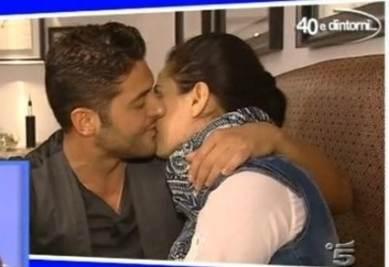 Il bacio di Marco e Alessandra