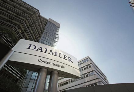 La sede di Daimler (foto da Twitter)