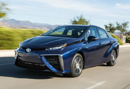 La nuova Toyota Mirai, auto ad idrogeno