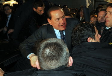 BerlusconiAggressione_R375.jpg
