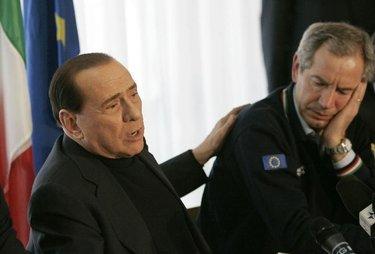 BerlusconiBertolasoLato_R375.JPG