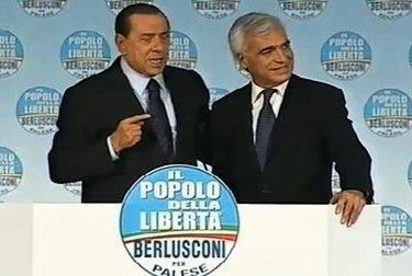 BerlusconiPaleseComizio_R375.JPG
