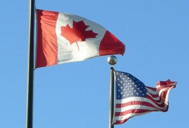 Canada_Usa_BandiereR375_31gen09.jpg