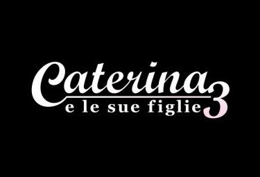 Caterina_sue_figlie_3_LogoR375.jpg