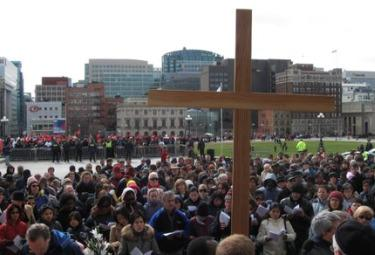 VIA CRUCIS/ 1. Ottawa: the Cross and the Tamil protesters