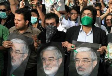 Iran_Manif_MoussaviR375.jpg