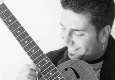 ALFREDO MINUCCI/ Senza tiempo, il nuovo disco del cantautore napoletano