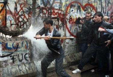 Muro_Berlino_MartellataR375.jpg