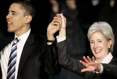 President Obama and Health Secretary Kathleen Sebelius, behind the HHS mandate