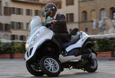 Piaggio MP3 Hybrid_R375.jpg