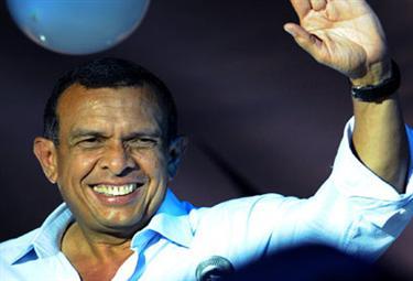 Porfirio-Lobo-wins-HondurasR375.jpg