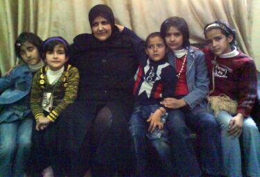 Nella foto scattata da Samar (l'unica che le è stata concessa di fare in carcere) vediamo Saiwa con le sue cinque figlie