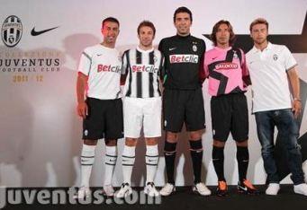 La presentazione ieri delle maglie (Juventus.com)