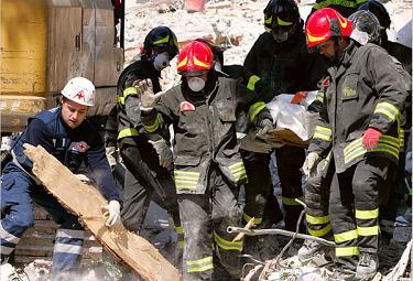 terremoto_abruzzo_soccorsi1R375.jpg