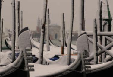 venezia-gondole-neve-w350R375.jpg