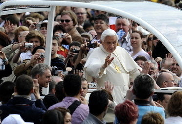PAPA/ Così Benedetto difende la Chiesa da quei cattivi maestri che la odiano