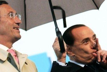 BerlusconiFiniOmbrello_R375.jpg