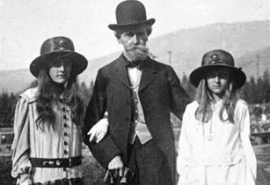 Huguette Clark (a sinistra) col padre e la sorella