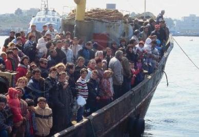 Libia, affonda barcone con 600 persone