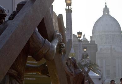 La Via Crucis in bronzo in via della Conciliazione