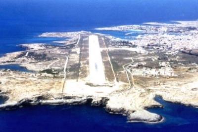 aeroporto-lampedusa-r400.jpg
