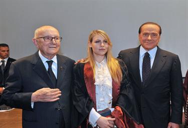 Barbara Berlusconi con don Verzé e il padre, Silvio Berlusconi (Foto ANSA)