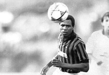 Nella foto, il giocatore del Milan Luther Blisset