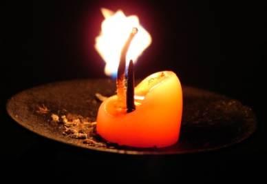 La donna vive a lume di candela