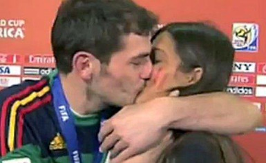 Il bacio tra Casillas e Sara Carbonero