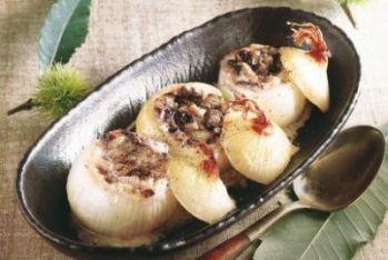 RICETTE DI NATALE/ I consigli di Massobrio: un ricco antipasto, cipolle ripiene di radicchio trevigiano e taleggio