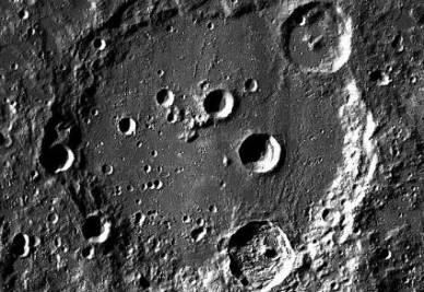 Il cratere lunare Clavius (credit Nasa)