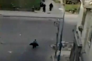 La polizia spara al ragazzo