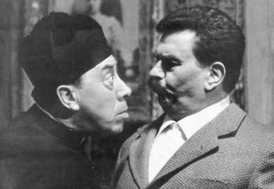 Don Camillo e Peppone, protagonisti delle opere di Giovanni Guareschi (immagine d'archivio)