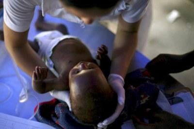 haiti_bimbo_infermieraR400.jpg