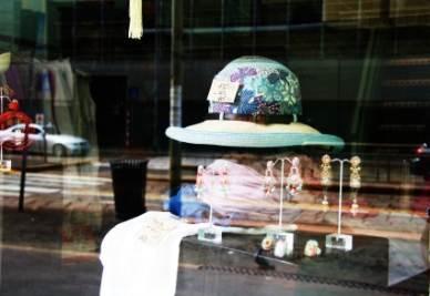 La vetrina della boutique Kayu